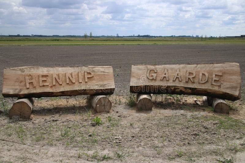 Signe Hennipgaarde de nom coupé des troncs photo libre de droits