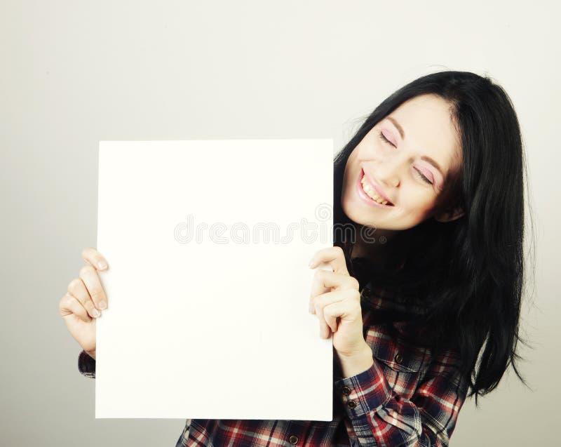Signe heureux de blanc de participation de jeune femme image libre de droits