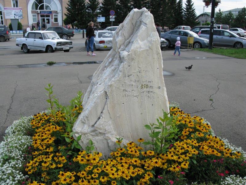 Signe historique installé au centre de la capitale de Khakassia - Abakan photos libres de droits