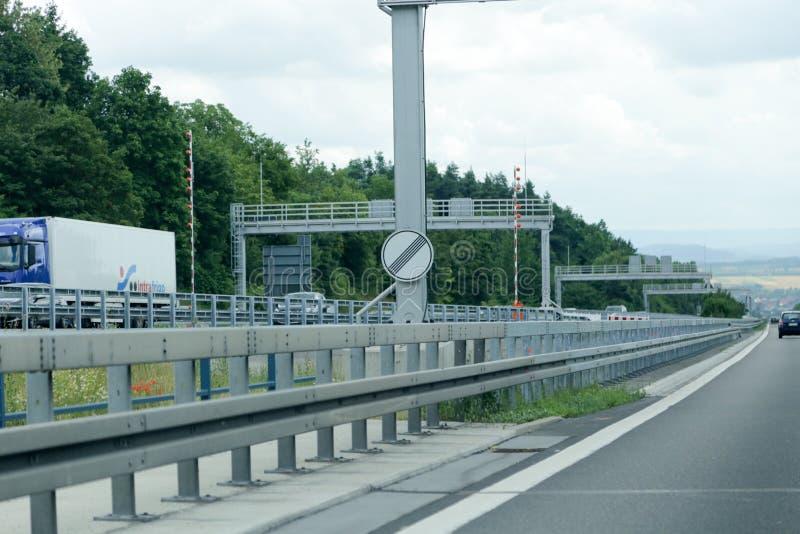 Signe illimité autobhan allemand de vitesse image stock