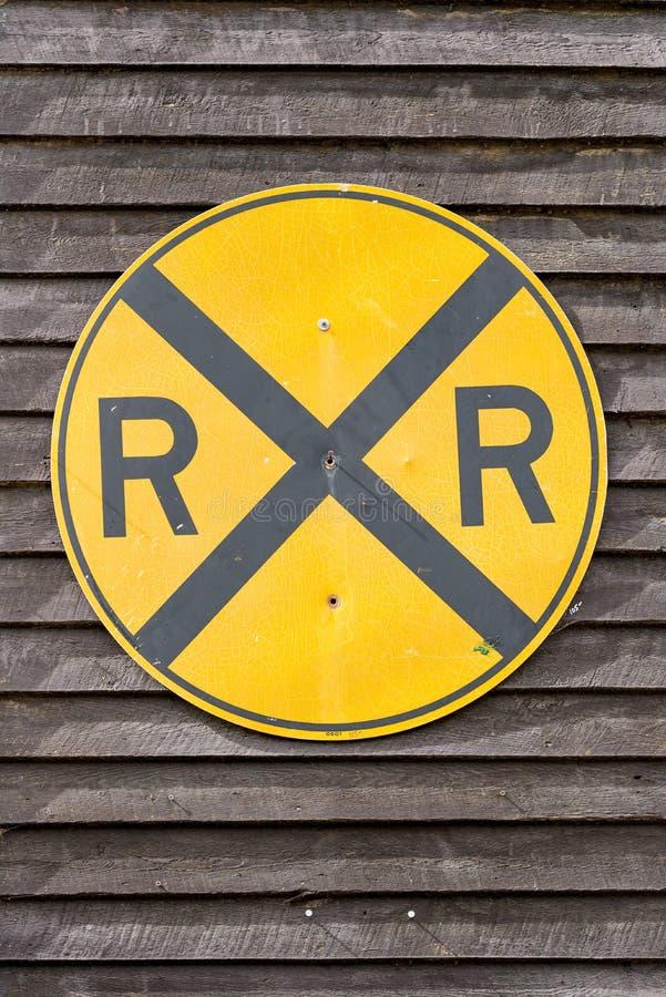Signe jaune de croisement de chemin de fer photos libres de droits