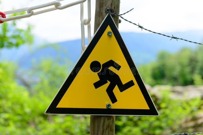 Signe jaune français indiquant un chantier de construction photos libres de droits