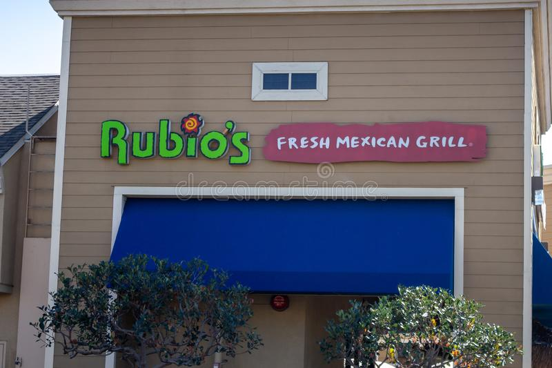 Signe mexicain frais de restaurant du gril de Rubio photos stock