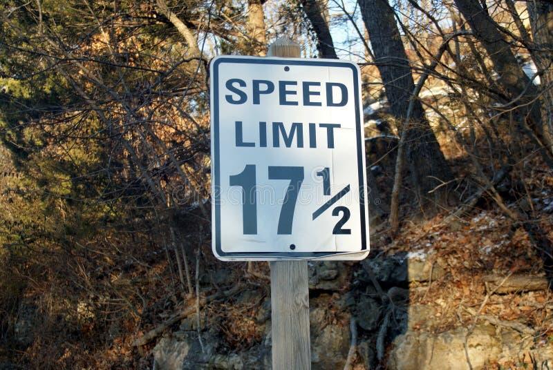 Signe minutieux de limitation de vitesse - 17 M/H de 1/2 images libres de droits