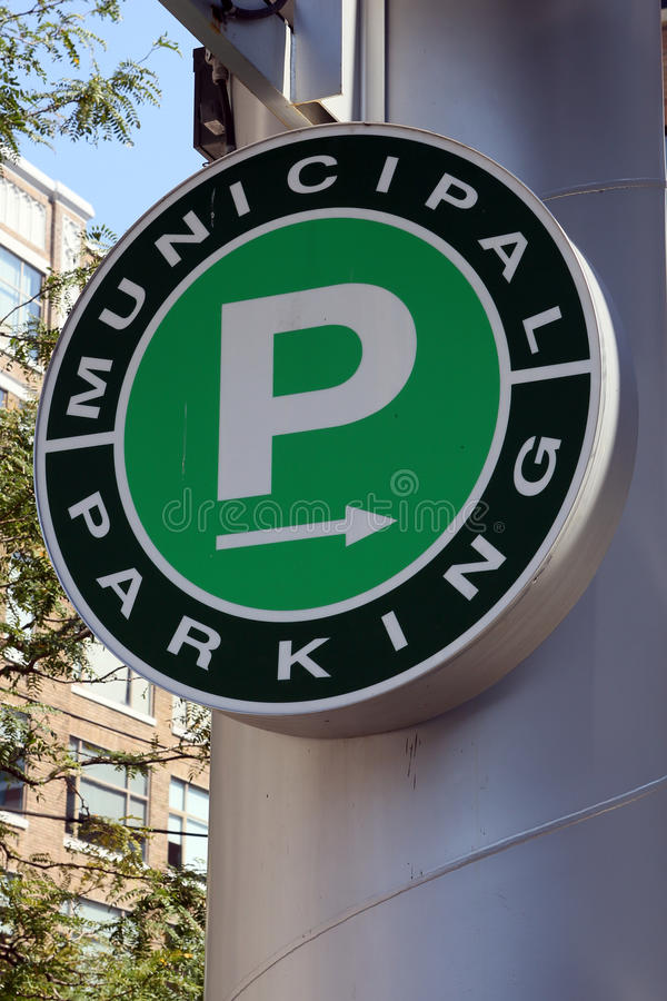 Signe municipal de stationnement photos stock