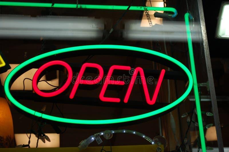 Signe ouvert de néon photographie stock