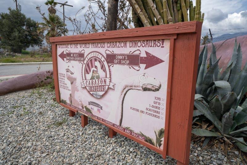 Signe pour l'attraction de bord de la route de dinosaures de Cabazon de l'autoroute I-10 photos stock