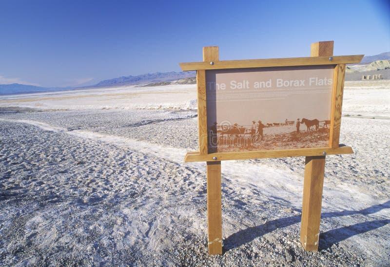 Signe pour les appartements de sel et de borax, Death Valley, la Californie photos libres de droits