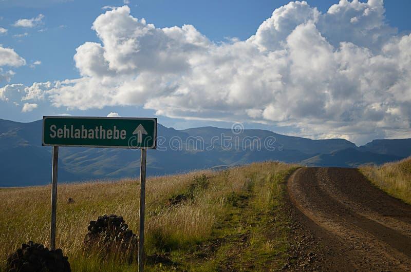 Signe près de la route image libre de droits