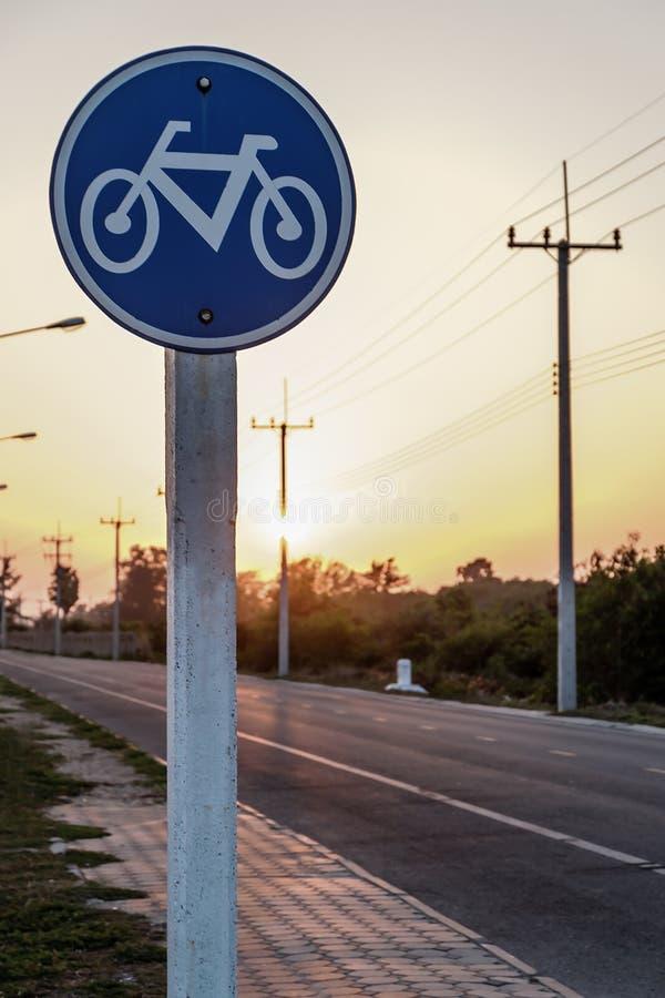 Signe rond de voie pour bicyclettes images stock