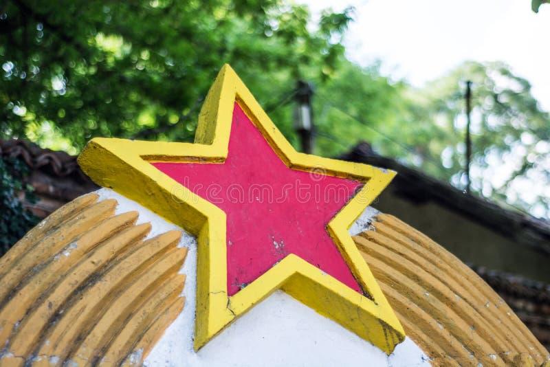 Signe rouge communiste d'étoile de pays ex de la Yougoslavie photo libre de droits