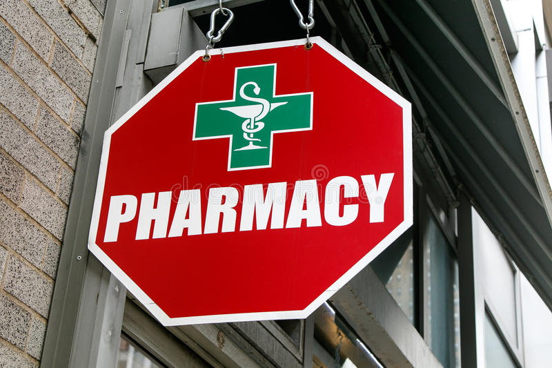 Signe rouge de pharmacie photo stock