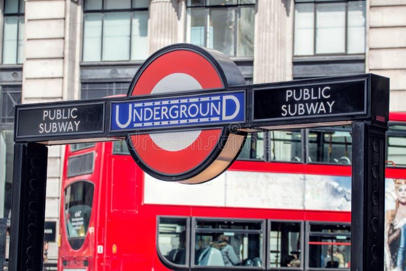 Signe souterrain de station de métro de Londres Insigne de tube de TFL photographie stock libre de droits