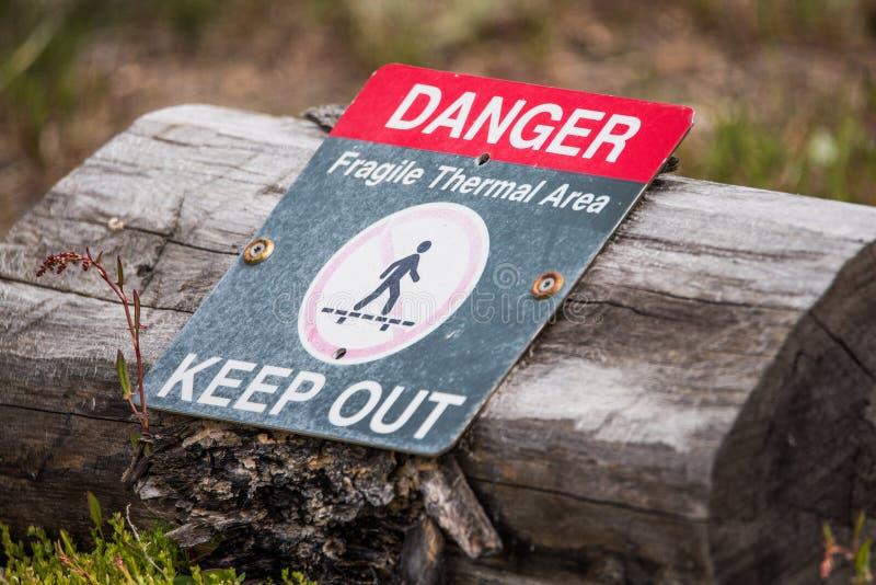 Signe thermique volcanique de danger de volcan - parc national de Yellowstone photographie stock