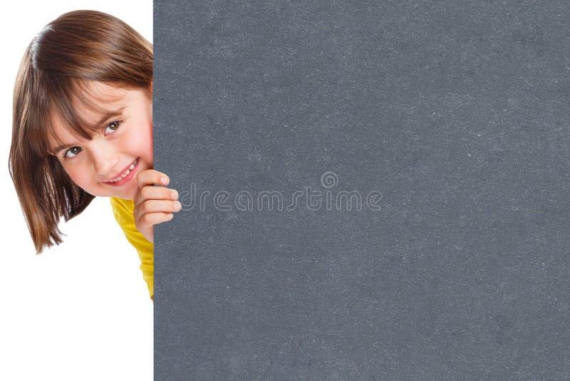 Signe vide vide de commercialisation de sourire d'annonce d'annonce d'ardoise de copyspace de jeune fille d'enfant d'enfant images libres de droits