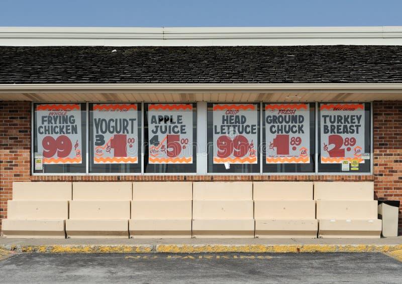 Signes de vente à l'épicerie photo libre de droits
