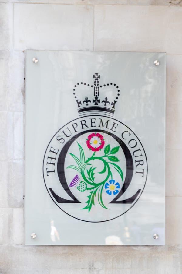 Signes en dehors de la court suprême du Royaume-Uni photos stock