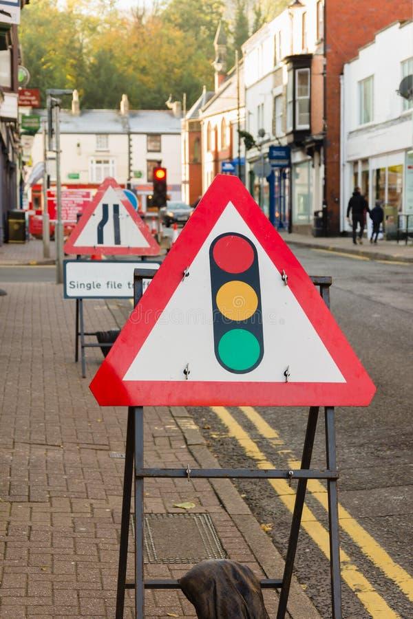 Signes provisoires de courses sur route images stock