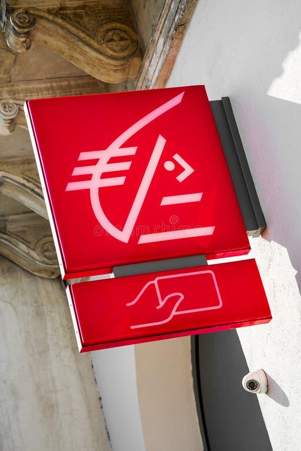 Signez pour la représentation française de Caisse d'Epargne de caisse d'épargne image stock