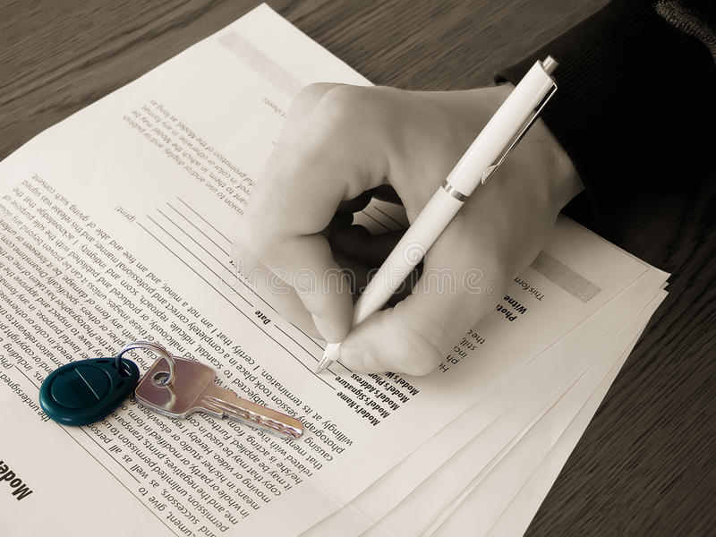 Signing A Contract Royalty Free Stock Photos
