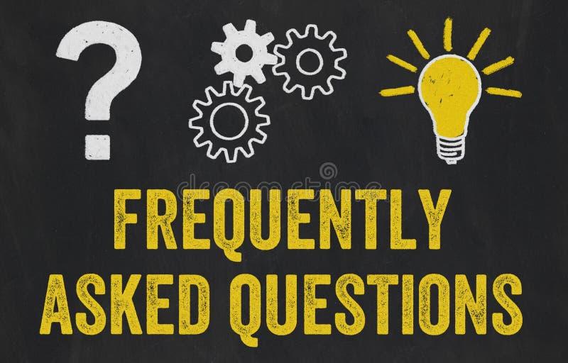 Signo de interrogación, engranajes, concepto de la bombilla - hizo con frecuencia preguntas stock de ilustración