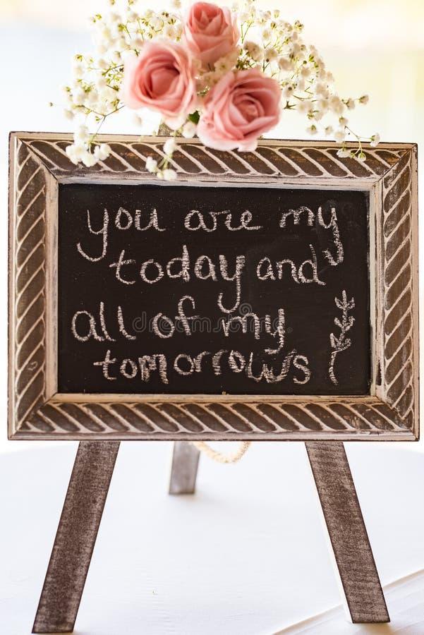 Signo de tablero decorativo de tabla de bodas imágenes de archivo libres de regalías