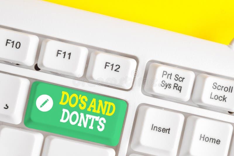 Signo de texto que muestra Do S And Dont S. Fotos conceptuales Reglas o costumbres relativas a alguna actividad o acciones Teclado fotografía de archivo libre de regalías