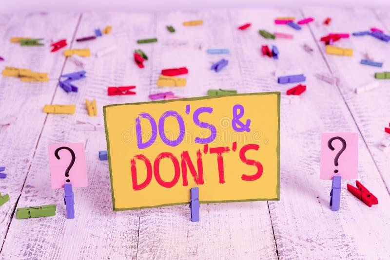 Signo de texto que muestra Do S Y Don S Fotografía conceptual Confusión en uno es la mente sobre algo Scribble y chapa con fotografía de archivo