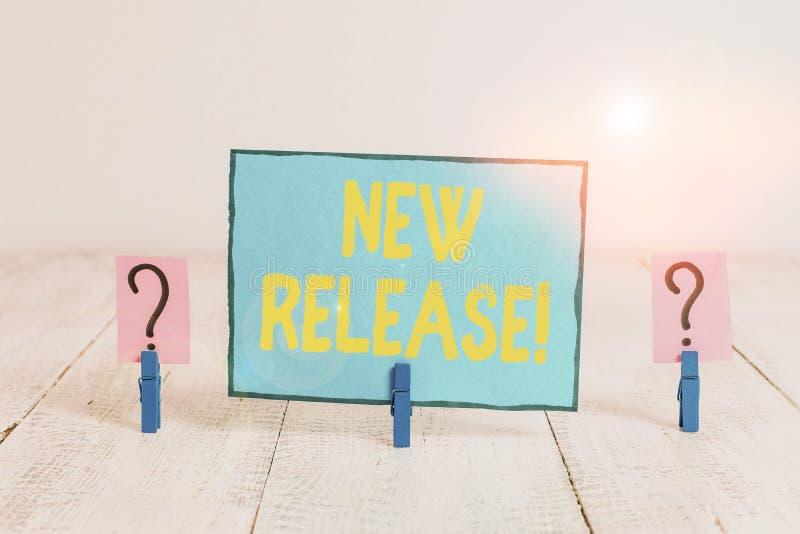 Signo de texto que muestra la nueva versión Fotografía conceptual que anuncia algo noticioso producto reciente Scribble y desmoro fotografía de archivo