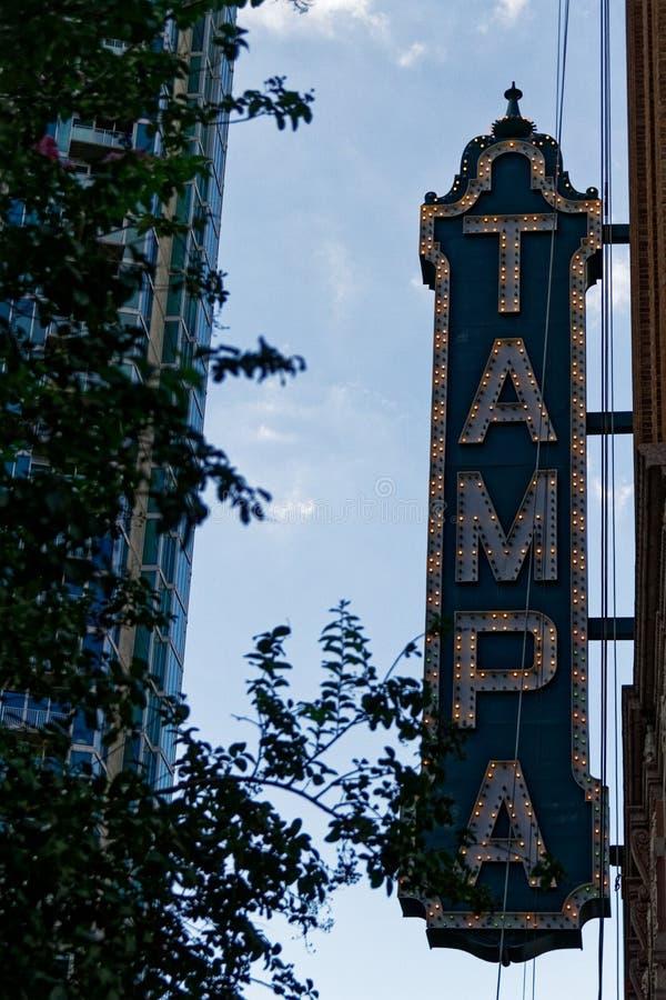 Signo del teatro Tampa en el distrito de Uptown imagenes de archivo