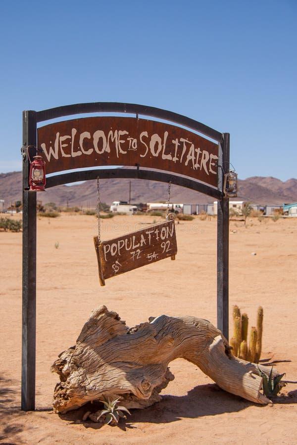 Signo positivo del solitario, ciudad en Namibia fotografía de archivo libre de regalías