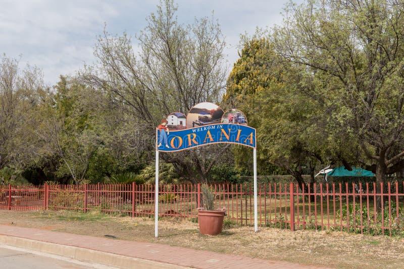 Signo positivo en la entrada de Orania imagenes de archivo