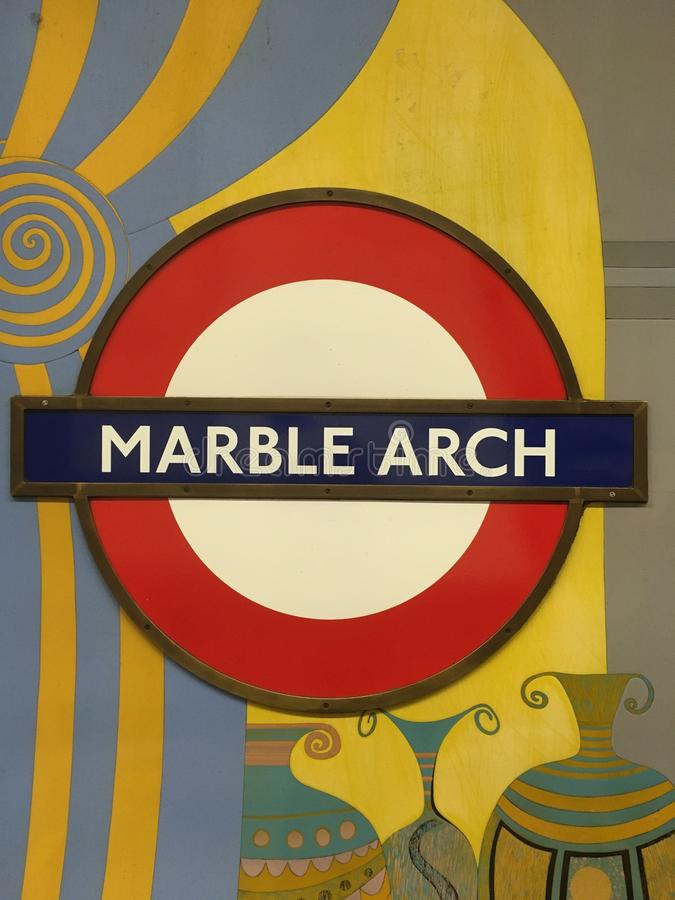 Signo subterráneo del arco de mármol imágenes de archivo libres de regalías