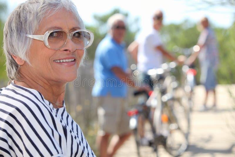 Signora anziana attiva immagini stock libere da diritti