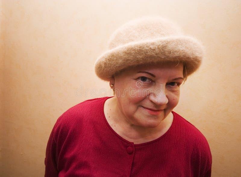 Signora anziana in cappello fotografia stock
