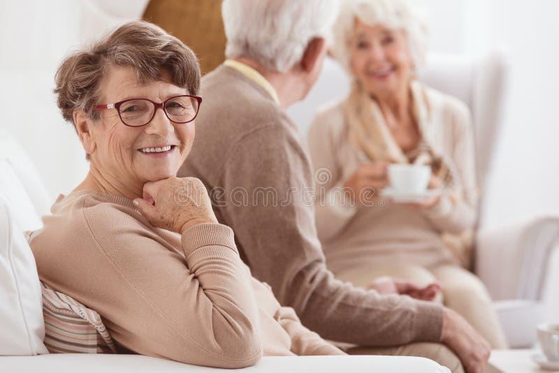 Signora anziana felice immagini stock libere da diritti