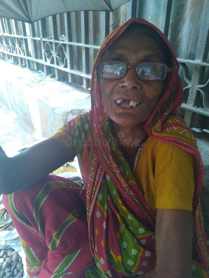 Signora anziana lavorante molto dura fotografia stock libera da diritti