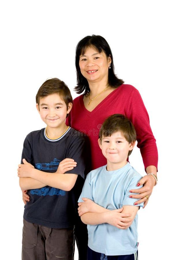 Signora asiatica con il suo bello figlio due fotografia stock