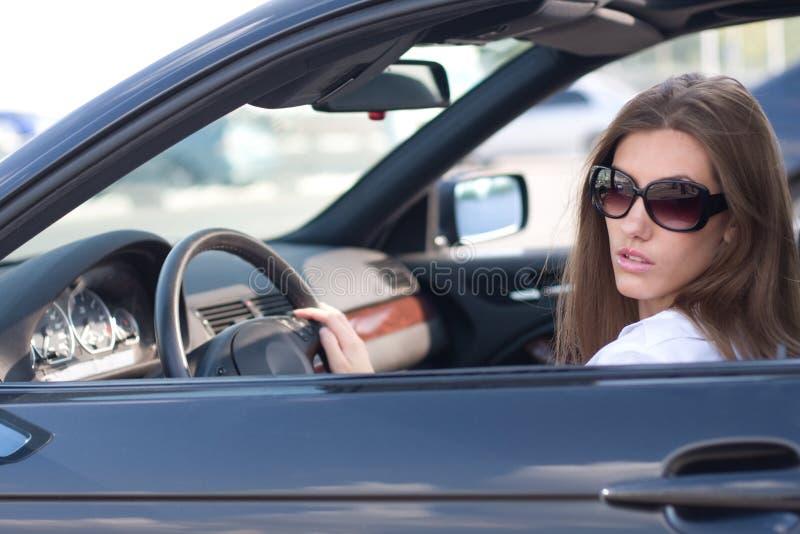Signora in automobile fotografia stock libera da diritti