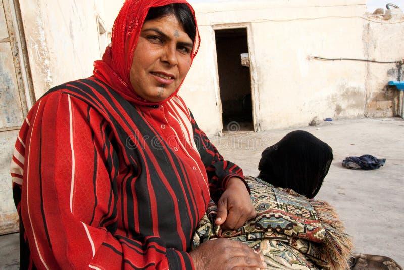 Signora beduina in città antica di Palmira - la Siria immagini stock libere da diritti