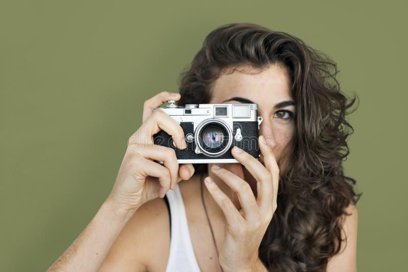 Signora caucasica Holding Camera Concept fotografie stock libere da diritti
