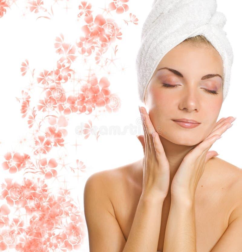 Signora che applica moisturizer immagine stock libera da diritti