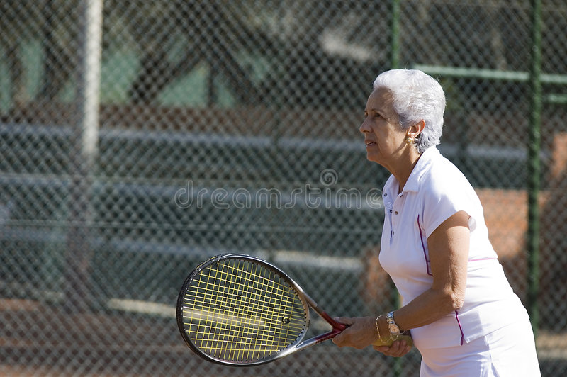 Signora che gioca tennis fotografie stock libere da diritti