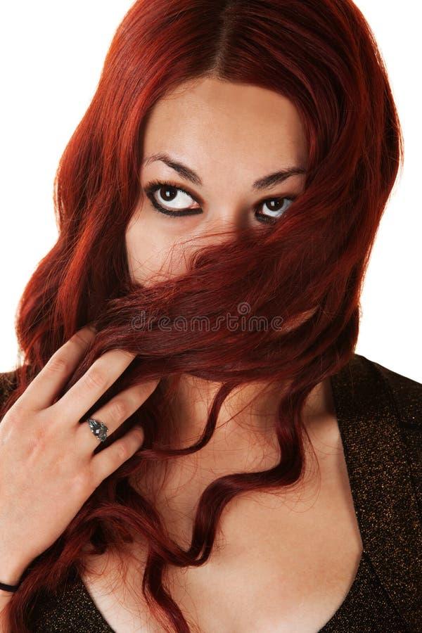 Signora Covering Her Face con capelli immagine stock libera da diritti