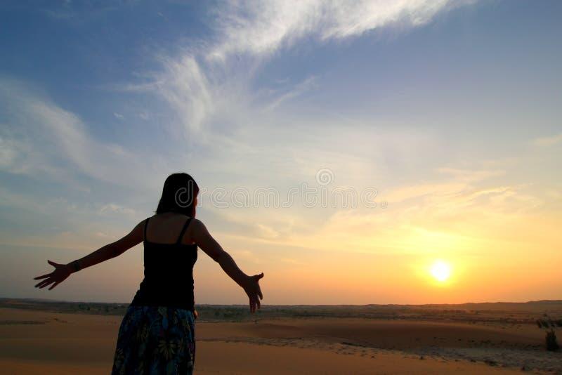 Signora Facing Sunset immagine stock