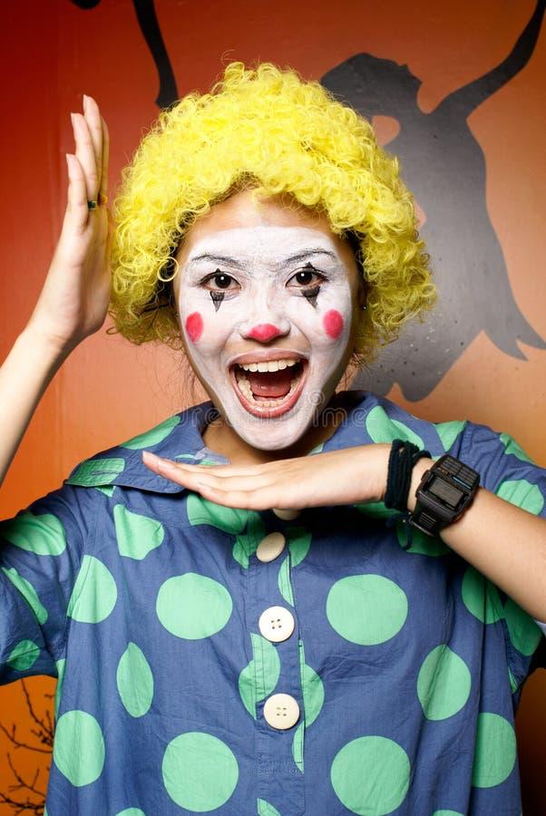 Signora gialla felice del pagliaccio dei capelli immagine stock libera da diritti
