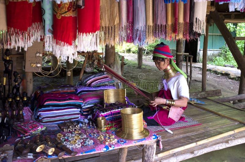 Signora indigena di Kayan Lawhi Tailandia fotografia stock libera da diritti