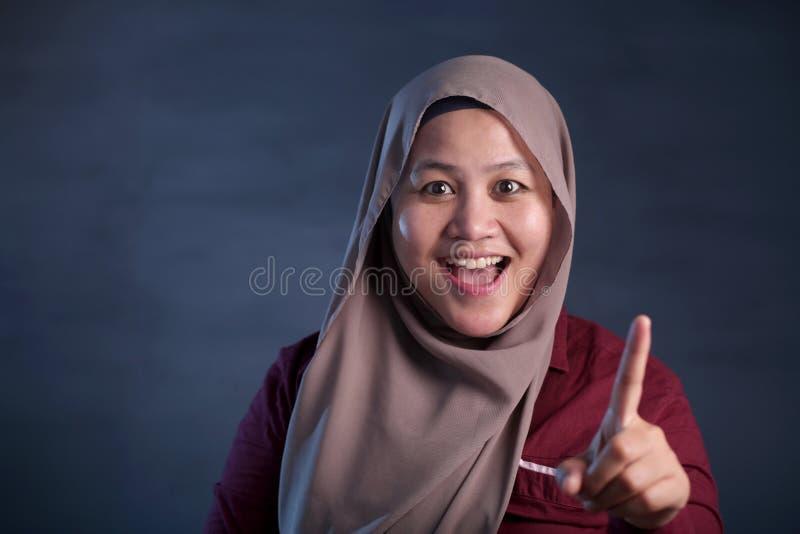 Signora musulmana Having Good Idea immagini stock libere da diritti