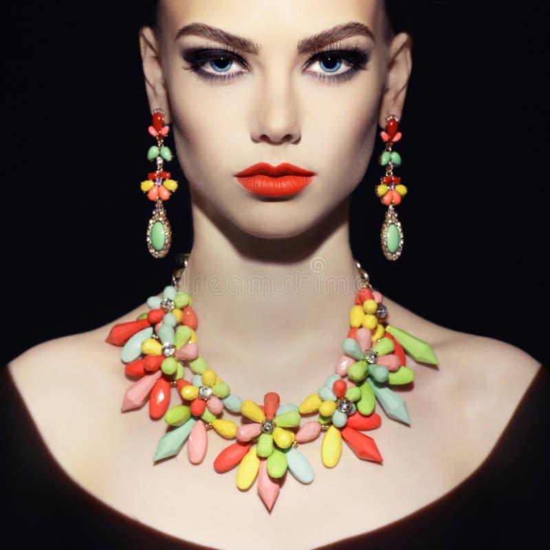 Signora perfetta con gioielli fotografia stock