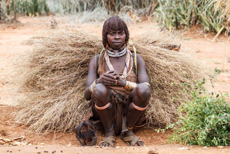Signora primitiva di Hamar in valle di Omo in Etiopia fotografia stock libera da diritti